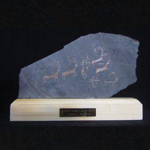 تندیس سنگ نگاره طرح صحنه شکار بز کوهی