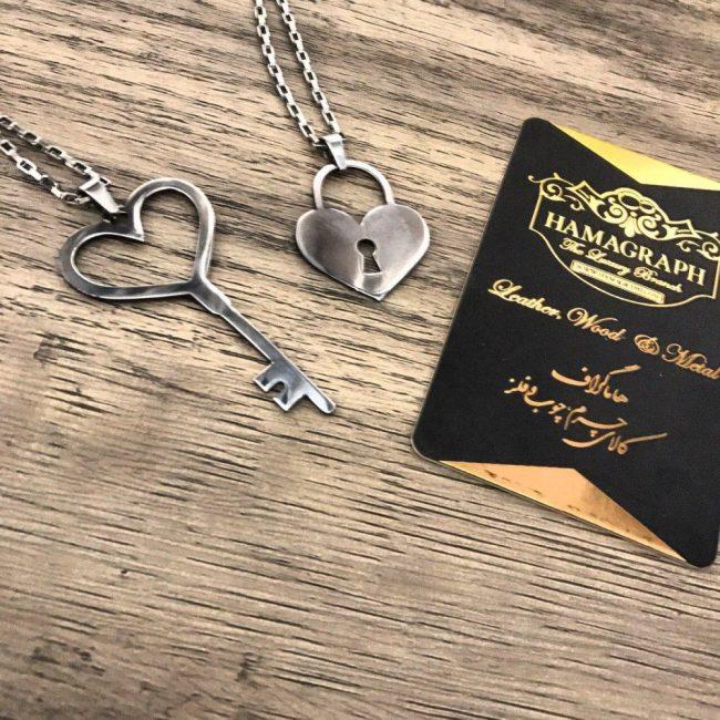 ست گردنبند استیل قفل و کلید   گردنبند قفل و کلید جنس استیل قابل سفارش به صورت سرسوییچی و گردنبند. سفارش گردنبند با طرح دلخواه و جنس استیل